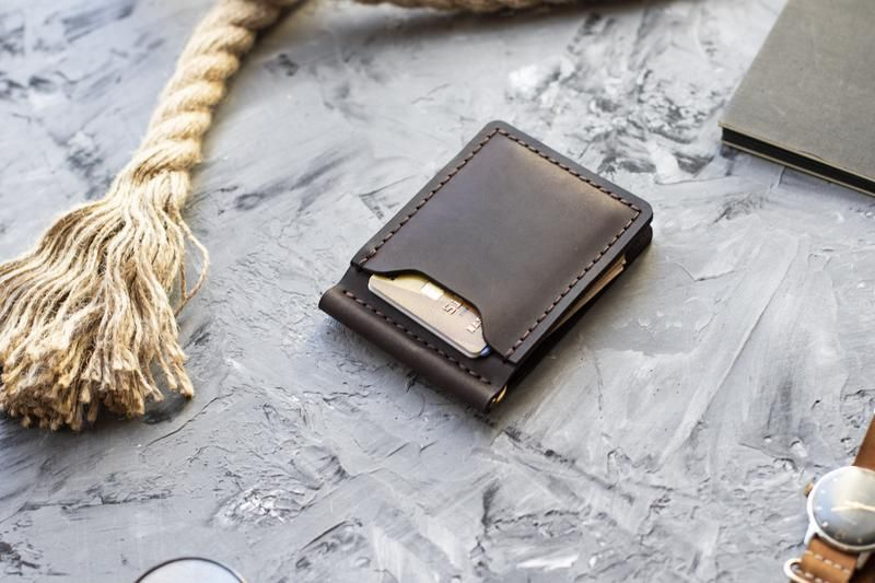 Мужской зажим для денег - простой и полезный подарок